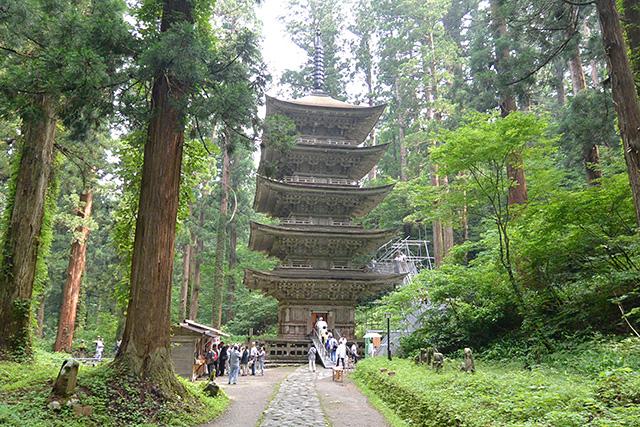 羽黒山最古の建築物・五重塔