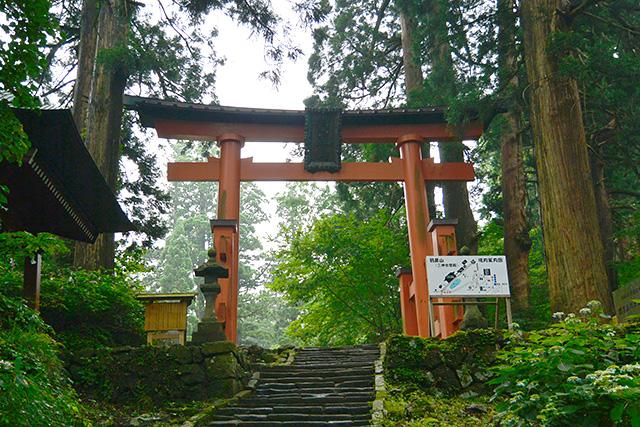 羽黒山・修験道(参道)の終わりの鳥居